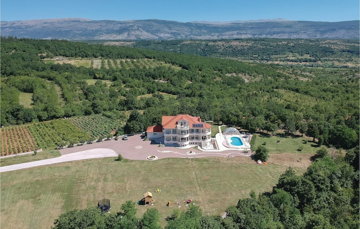 Nice home in Hrvace with WiFi and 5 Bedrooms