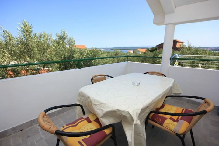 One bedroom apartment with terrace and sea view Kraj, Pašman (A-8213-b)