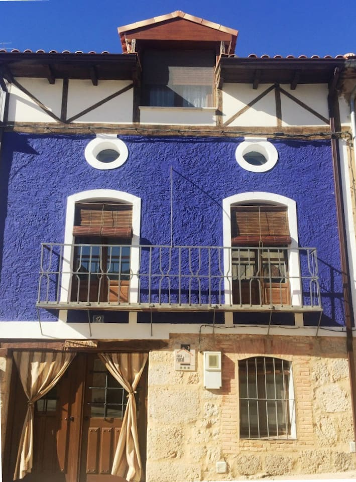 Fachada Casa Azul de la Ribera del Duero