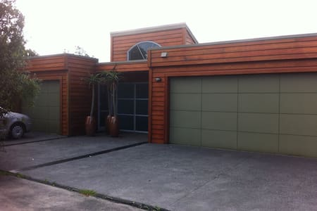 A walk to the Park and Town - New Plymouth - Bed & Breakfast