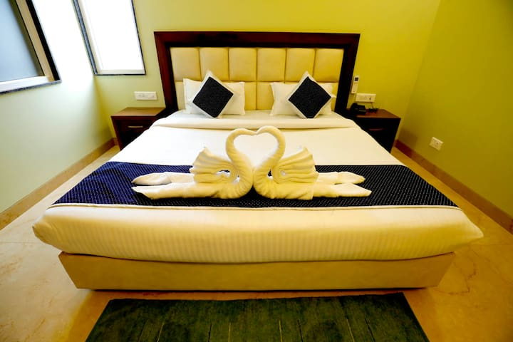 Deluxe Room With All Necessary Facilities For Guests.