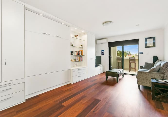 NEWTOWN MEWS8 Condo fab reviews, sparkling clean