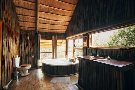 Bushwillow (Superior Tree House)