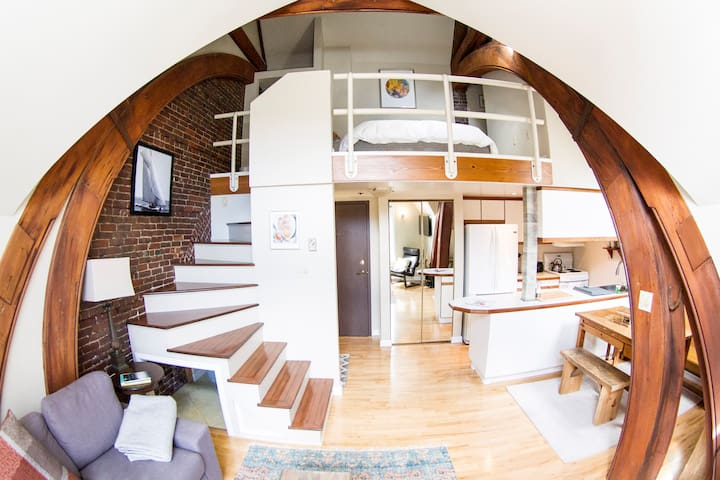 Historic and Central Modernized Loft - Halifax - Loftlakás