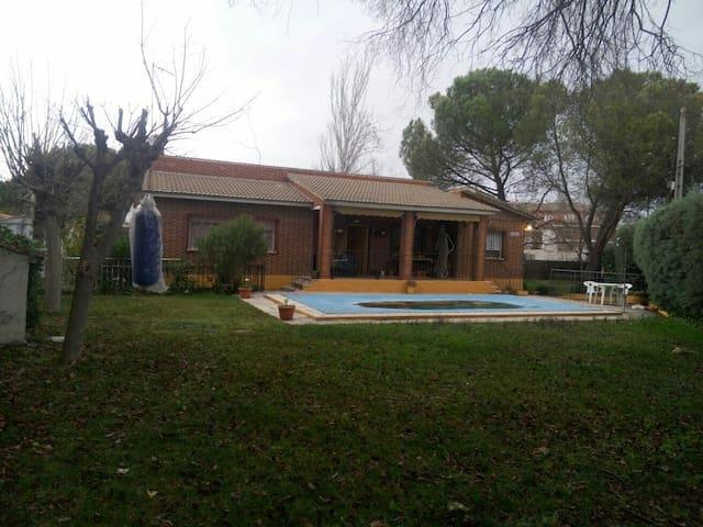 Casa vacacional a 40 km de Madrid - El Álamo - Haus