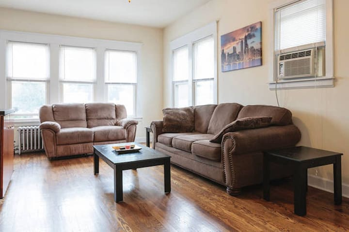 Huge 3 Bedroom Apartment Just Steps From Downtown - Forest Park - Apartamento