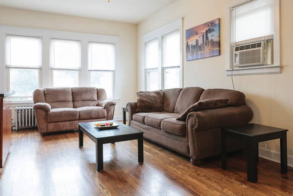 Huge 3 Bedroom Apartment Just Steps From Downtown Apartments For Rent In Forest Park Illinois