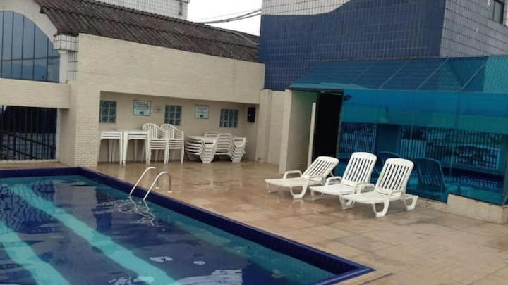 Apartamento no centro de São Vicente com piscina!