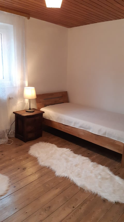 Zimmer in Haus, Room in House 30 min from Airport