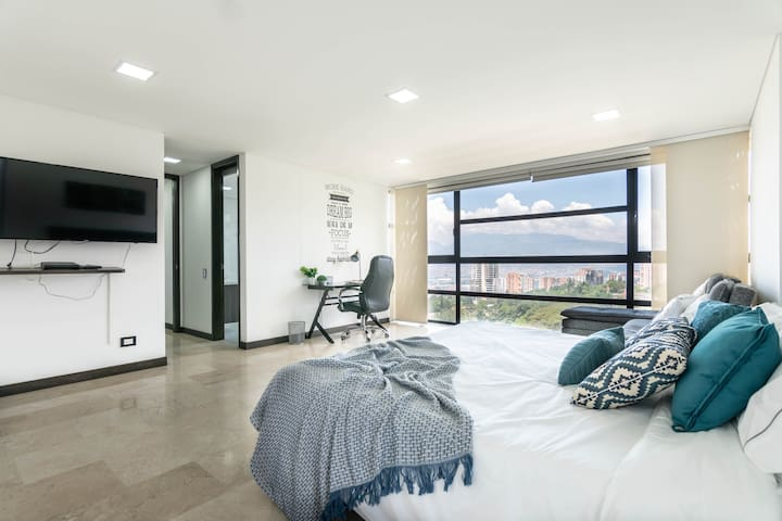 EXCLUSIVE, SAFE , KING BED with an AMAZING VIEW