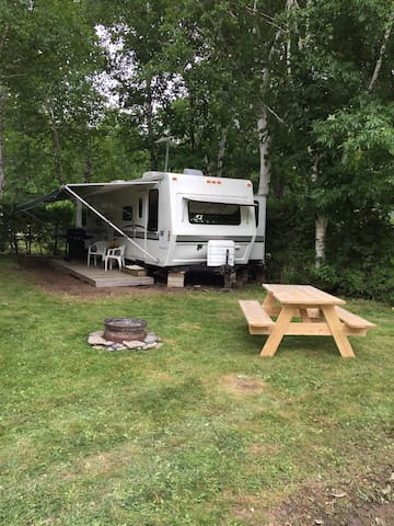 Trailer at family campground - Wiarton - Husbil/husvagn