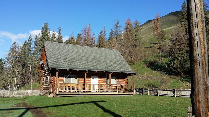 Log cabin in mountains, steps from two rivers - Enterprise - Casa