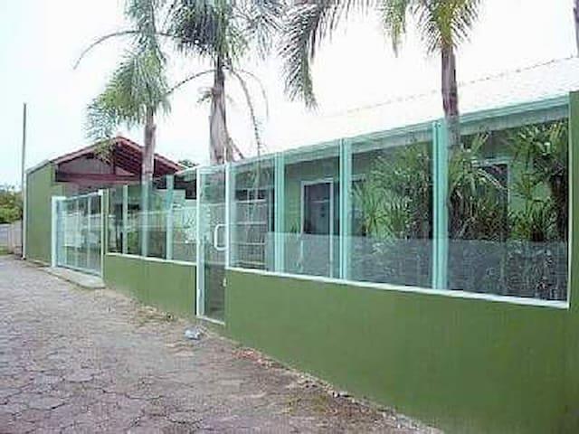 Apartamento Armação 150m da Praia - Florianópolis - Huis