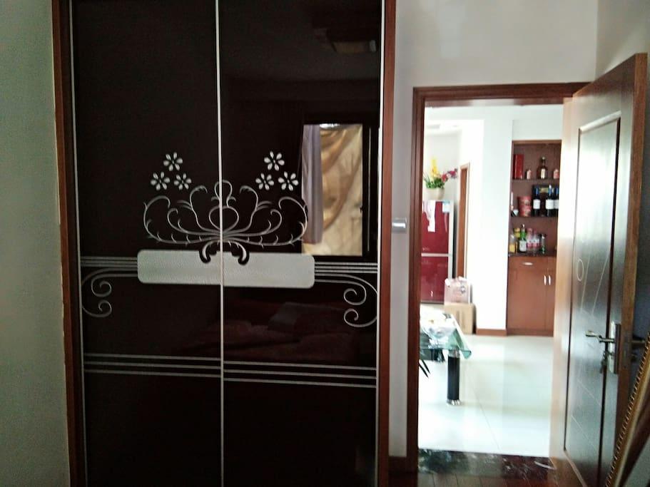 小房间衣柜,有'wf