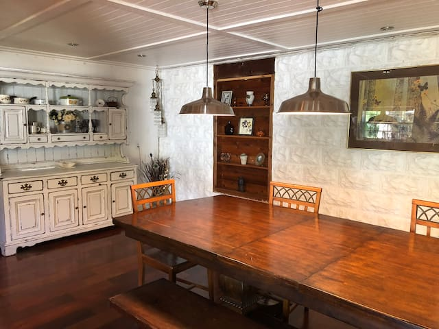 Beautiful Rustic 1923 Grand Carriage House!