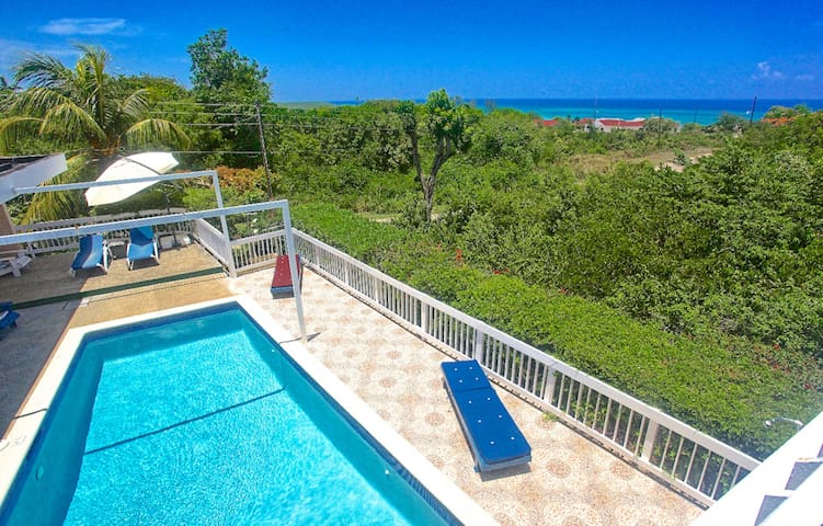 500m To Beach, Pool, Staff, 2 Beds, 2 Bdrms, (HTV236)