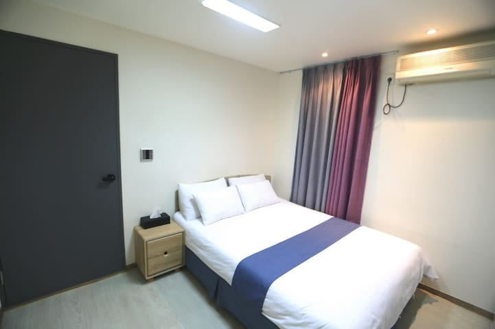 ★ HOT ★ Double Bed Room) 明洞站走路7分/ 2人房
