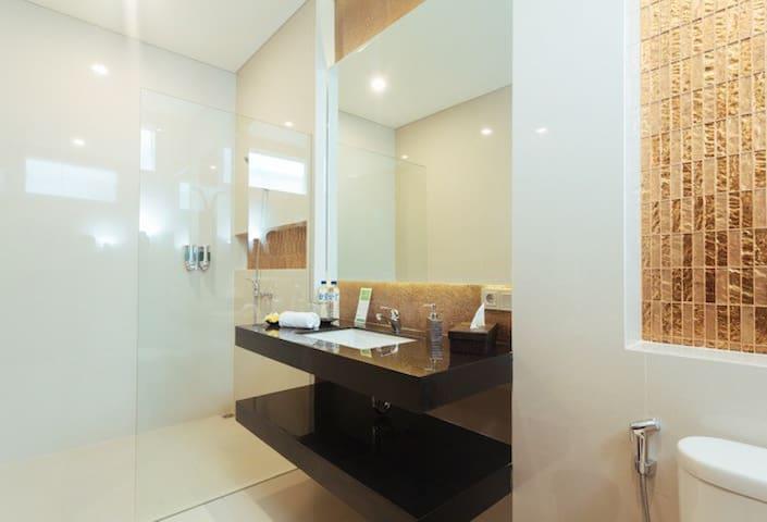 5 bedrooms villa, Kuta, Bali - The Arnaya