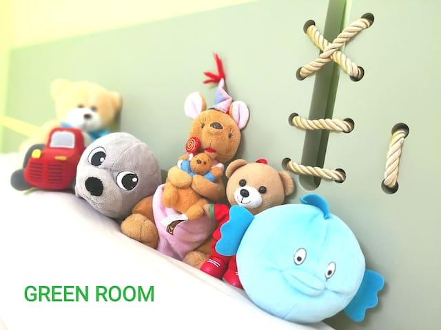 Queen Bed @GreenRoom Bkt Chedang, Seremban