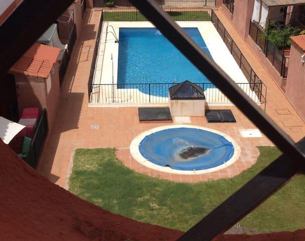 piscina comunitaria abierta solo en verano (01 junio-15 sept.) cada año.