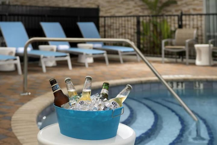 Miami Vacay Starts Here! Lovely Unit for 4, Pool