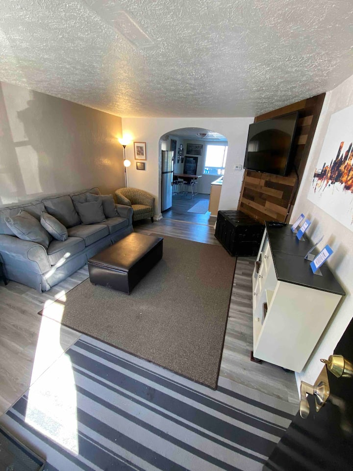 """South Side """"SLOPED"""" home close to Pittsburgh fun!"""