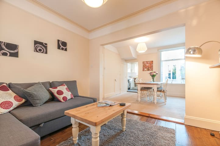 Radford Place | Central, Sleeps 6, Family friendly