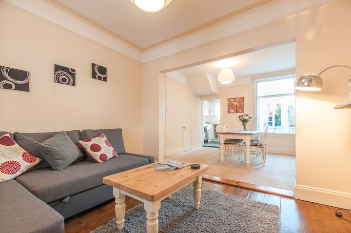 Radford Place   Central, Sleeps 6, Family friendly