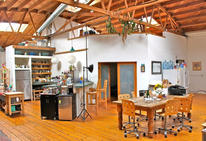 HUGE SHARED LOFT & CREATIVE SPACE -- THE BOX - Los Angeles