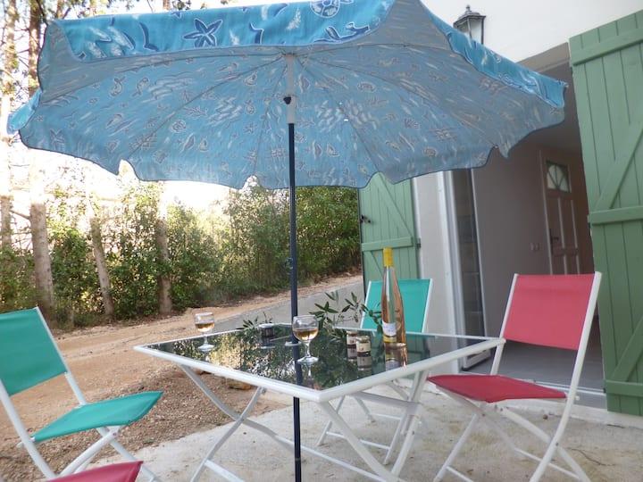 3 Pièces neuf,wifi, jardin, parking, Grasse à 1km.