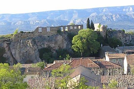 Maison de village provençale entre mer et montagne - Alleins - House