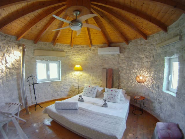 Restored traditional windmill built with stone! - Μουγκελάτικα - Casa