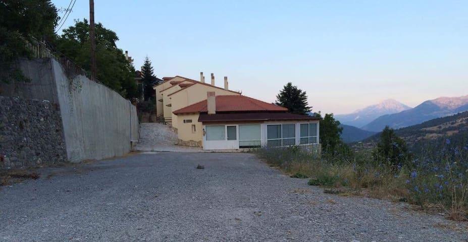 Ξενώνας Αναράδα - Karia - Konukevi