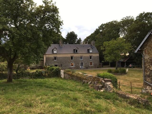 Chambre dans maison à la campagne, proche Saint Lô