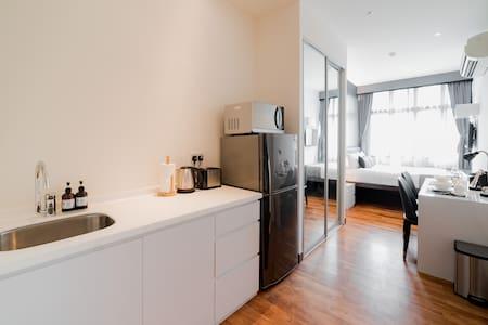 Boat Quay Studio Premium Apartment with River View