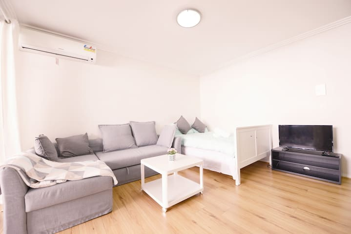 Modern 1 Bedroom Apt in the heart of Carlingford