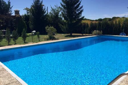chalet caminito.piscina privada;barra bar. Grupos