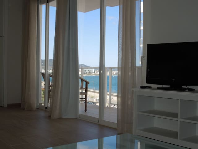 Apartamento en 1ª Línea de mar. - Sant Antoni de Portmany - Apartment