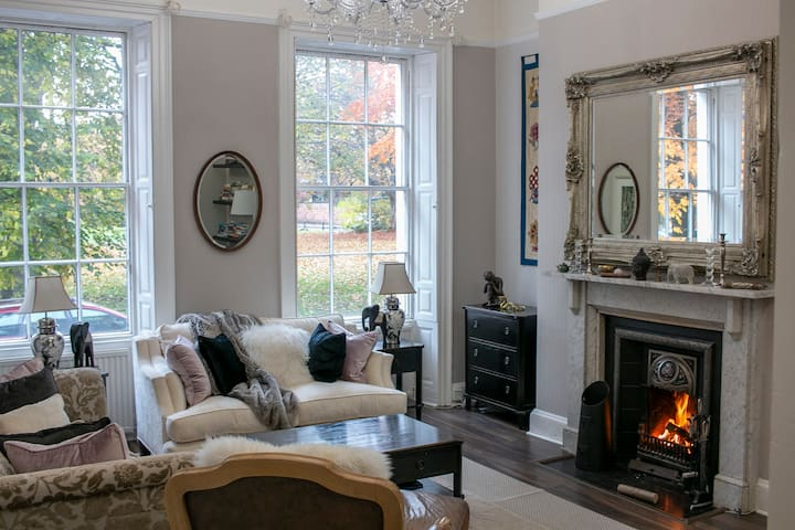 Gorgeous period property in heart of the city!