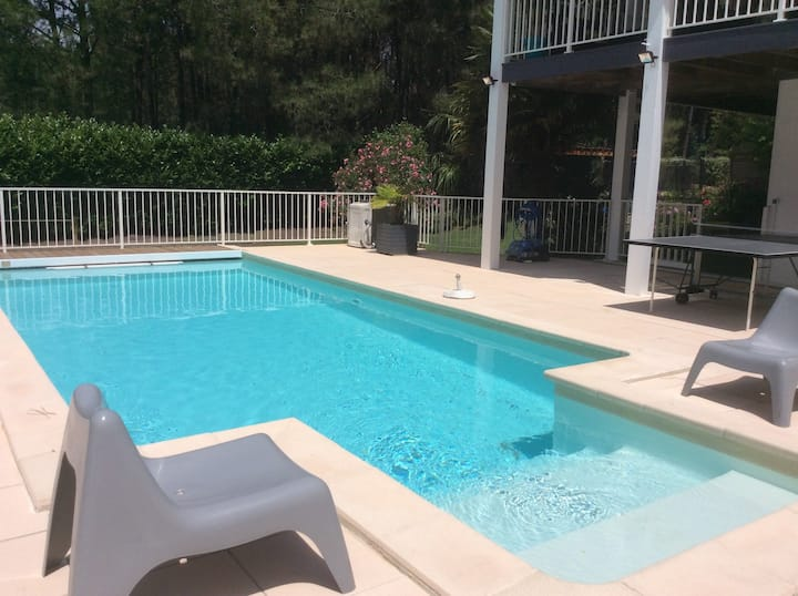 Appartement 2 chambres  accès  jardin et piscine.