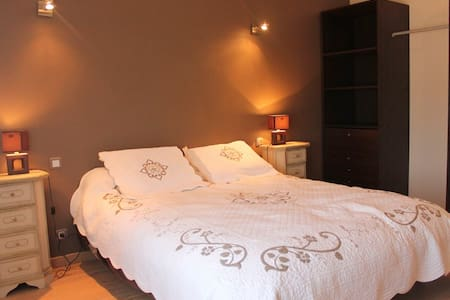 Spacieuse chambre grand confort - Bed & Breakfast