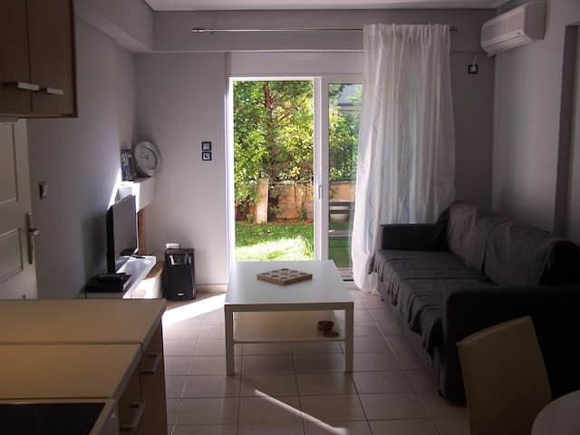 New apt. with garden, 5' from metro & 20' Syntagma - Chalandri - Apartment