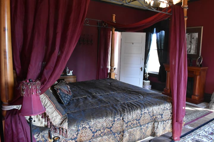 BellaDonna Inn Bed & Breakfast/ Black Orchid Suite