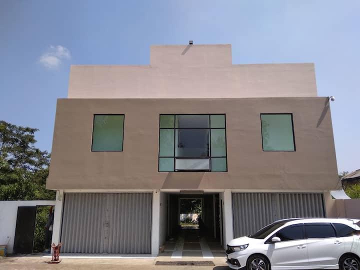 NAZ Sukabumi Suite Room