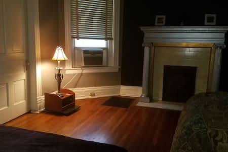 ROOM ON BROADWAY, CLOSE to DOWNTOWN & MUSIC ROW - Nashville - Departamento