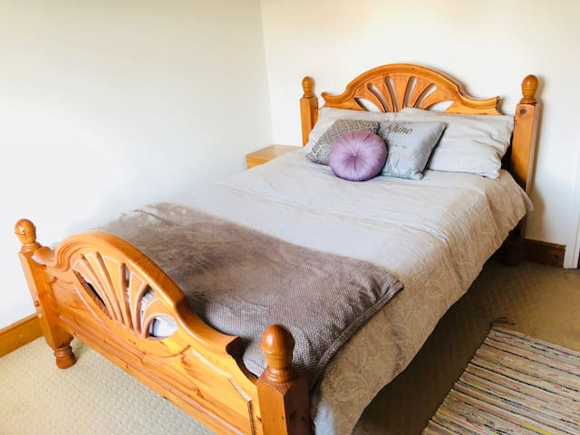 Large Double Room available w/ whole house access