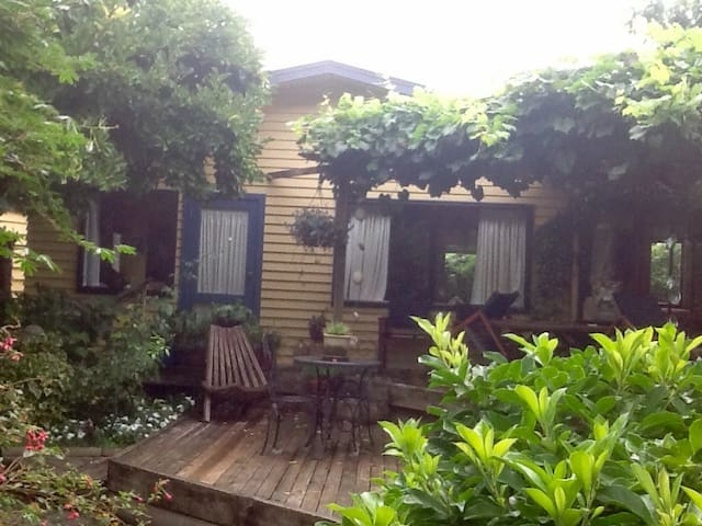 Garden retreat in the middle of Havelock