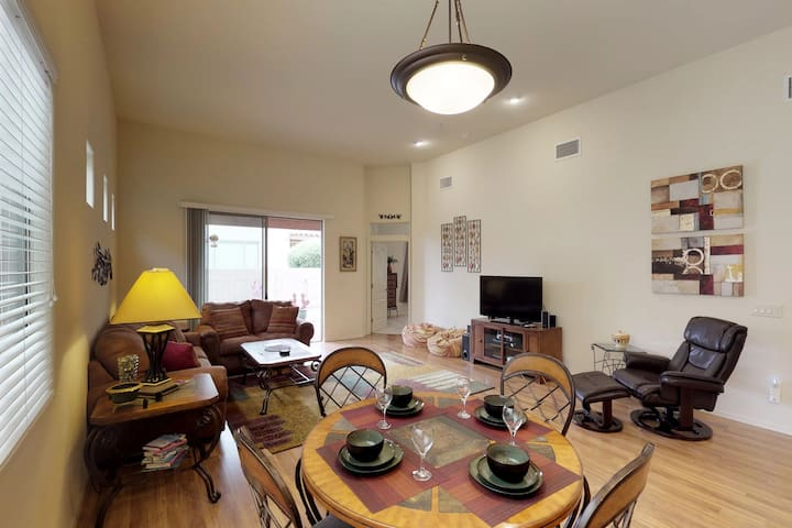 Dog-friendly home w/WiFi, cable & washer dryer - snowbirds welcome!