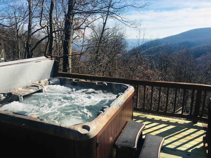 Misty Mountain view w/hot tub, at resort/sleeps 14