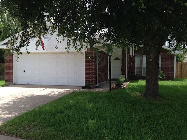 Entire 3-bedroom home in West Houston!